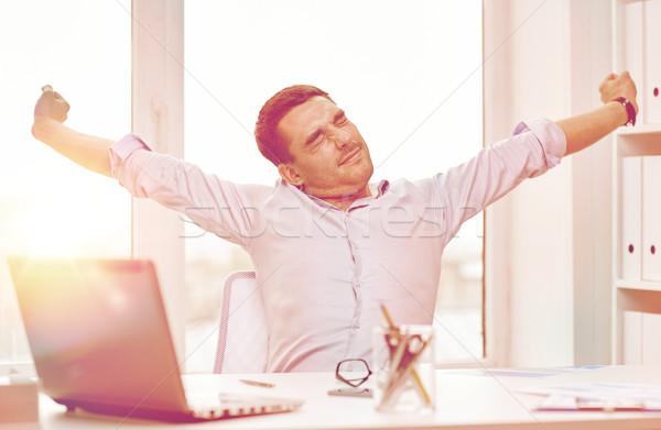 Aburrido empresario portátil documentos oficina gente de negocios Foto stock © dolgachov