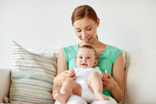 Szczęśliwy młodych matka mały baby domu Zdjęcia stock © dolgachov