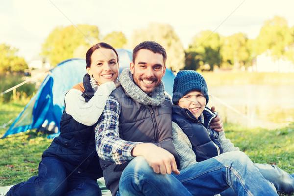 Boldog család sátor tábor helyszín kempingezés turizmus Stock fotó © dolgachov