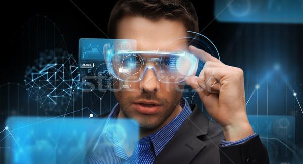 Zdjęcia stock: Biznesmen · faktyczny · rzeczywistość · okulary · 3d · technologii · ludzi · biznesu