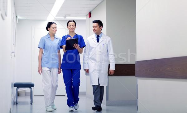 Csoport mosolyog kórház vágólap klinika hivatás Stock fotó © dolgachov