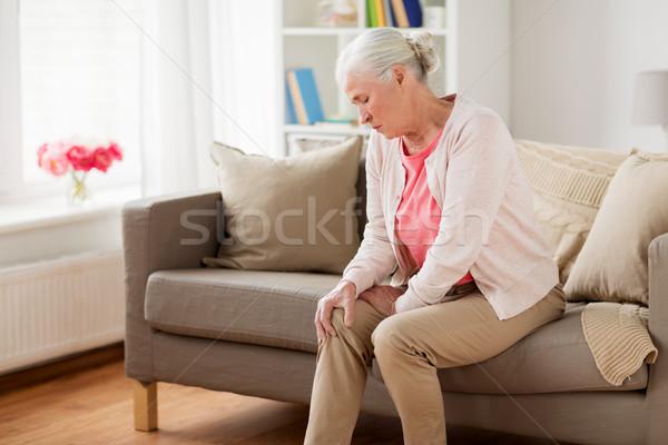 Idős nő szenvedés fájdalom láb otthon Stock fotó © dolgachov