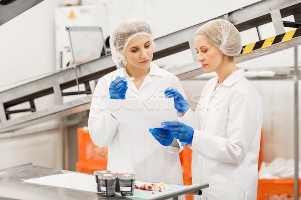 Nők kóstolás fagylalt gyár étel gyártás Stock fotó © dolgachov