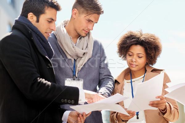Takım kağıtları açık havada iş eğitim Stok fotoğraf © dolgachov