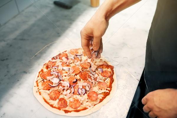 Pişirmek soğan salam pizza pizzacı gıda Stok fotoğraf © dolgachov