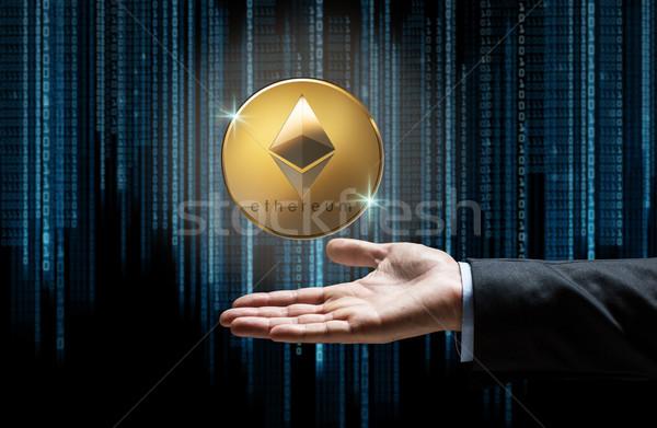 Empresario mano código binario financieros tecnología negocios Foto stock © dolgachov