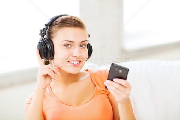 Mulher fones de ouvido casa música Foto stock © dolgachov