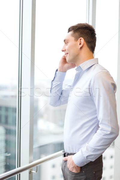 улыбаясь бизнесмен смартфон служба бизнеса технологий Сток-фото © dolgachov