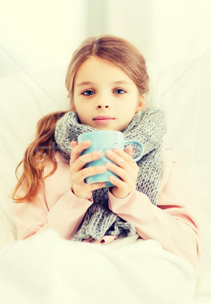 Enfermo nina nino taza caliente té Foto stock © dolgachov