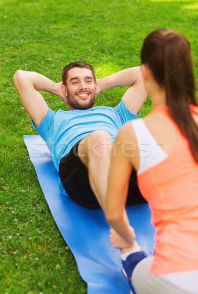 Mosolyog férfi kint fitnessz sport képzés Stock fotó © dolgachov