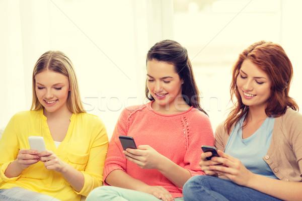ストックフォト: 笑みを浮かべて · スマートフォン · ホーム · 友情 · 技術