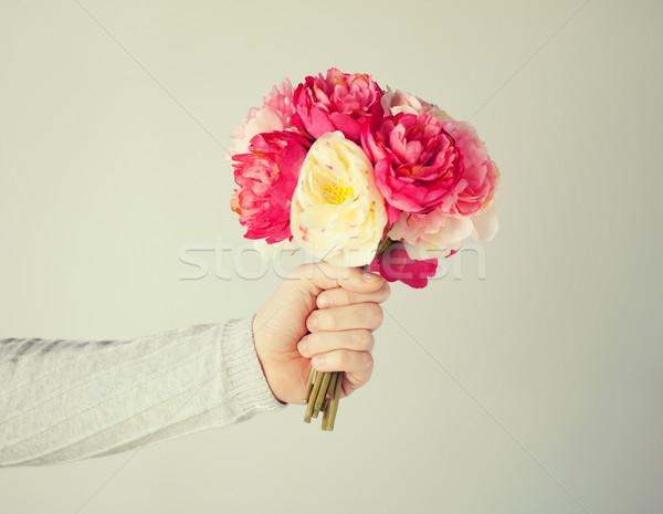 Stock fotó: Kéz · virágcsokor · virágok · közelkép · rózsák · szolgáltatás