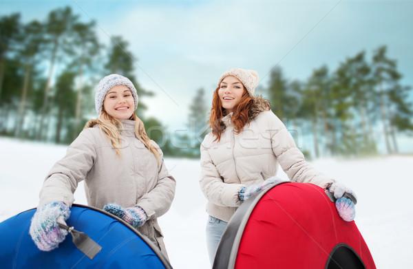 Gelukkig meisje vrienden sneeuw buitenshuis winter Stockfoto © dolgachov