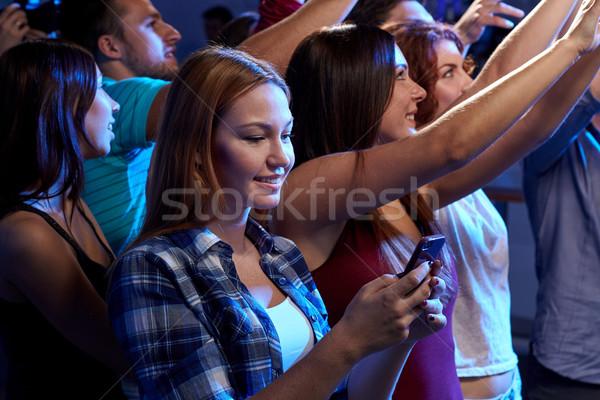 женщину смартфон сообщение концерта вечеринка Сток-фото © dolgachov