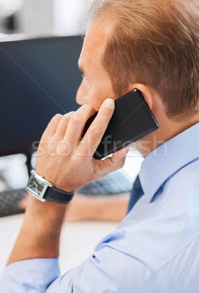 üzletember okostelefon iroda üzlet kommunikáció technológia Stock fotó © dolgachov