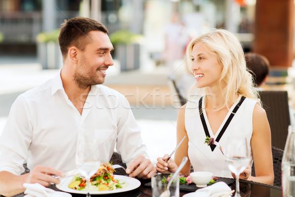 Gelukkig paar eten diner restaurant terras Stockfoto © dolgachov