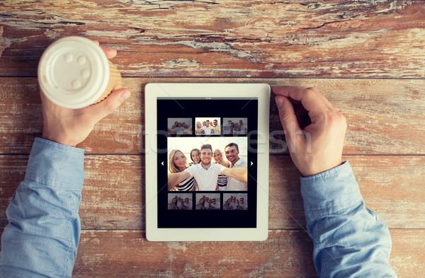 Közelkép férfi kezek fotó táblagép emberek Stock fotó © dolgachov