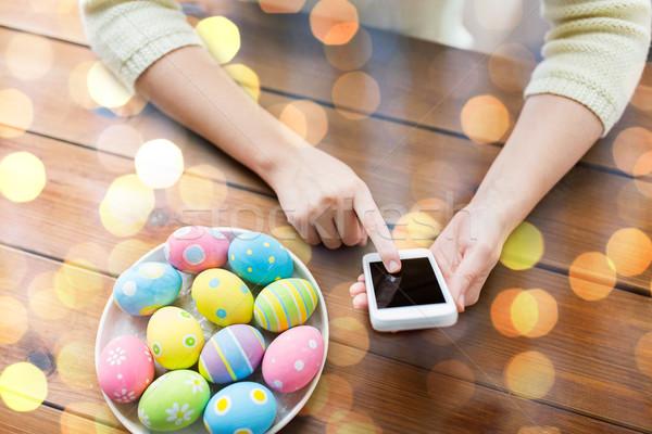 Mani easter eggs smartphone Pasqua vacanze Foto d'archivio © dolgachov