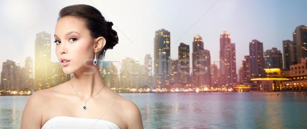 Güzel Asya kadın küpe güzellik takı Stok fotoğraf © dolgachov