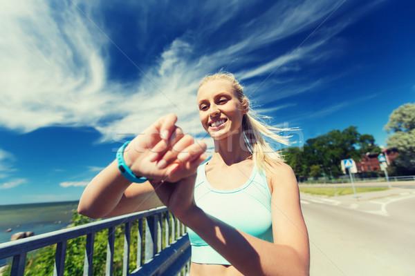 счастливым женщину частота сердечных сокращений Смотреть фитнес Сток-фото © dolgachov