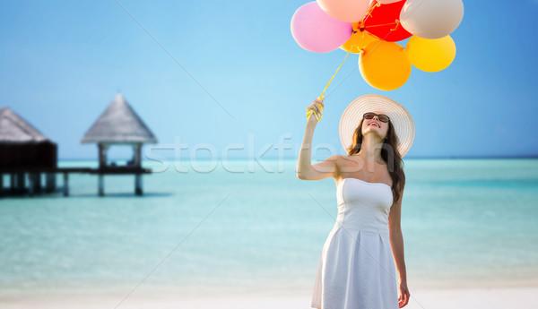 Mosolyog fiatal nő napszemüveg léggömbök utazás turizmus Stock fotó © dolgachov