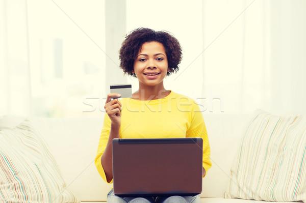 Boldog afrikai nő laptop hitelkártya emberek Stock fotó © dolgachov