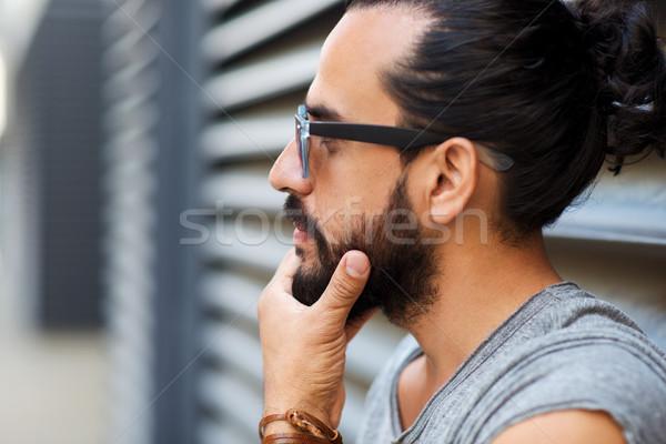 Boldog mosolyog férfi szakáll figyelmeztetés életstílus Stock fotó © dolgachov
