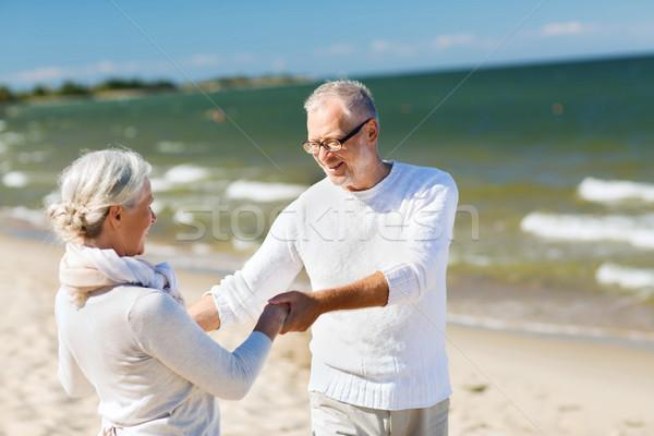 Zdjęcia stock: Szczęśliwy · starszy · para · trzymając · się · za · ręce · lata · plaży · rodziny