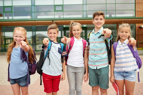 Foto stock: Escuela · primaria · estudiantes · senalando · dedo · primario · educación