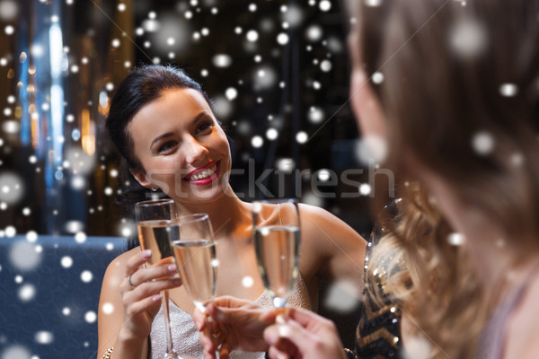 счастливым женщины шампанского очки ночной клуб празднования Сток-фото © dolgachov