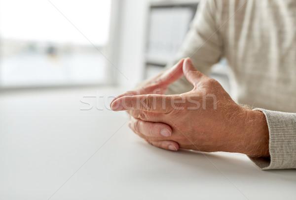 Senior man handen tabel ouderdom Stockfoto © dolgachov