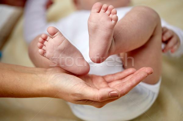 赤ちゃん フィート 母親 手 ストックフォト © dolgachov
