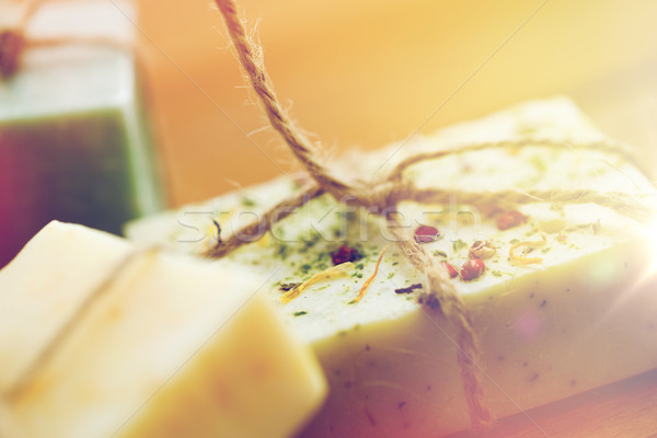 Közelkép kézzel készített szappan rácsok fa szépségszalon Stock fotó © dolgachov