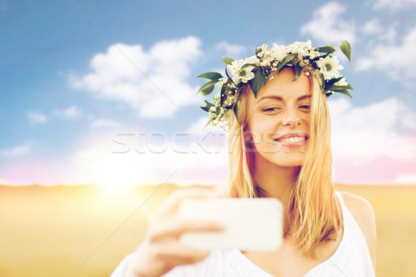 Zdjęcia stock: Szczęśliwy · młoda · kobieta · smartphone · technologii · lata