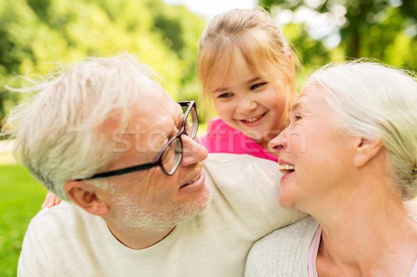 Senior Großeltern Enkelin Park Familie Generation Stock foto © dolgachov