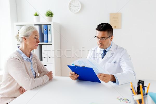 Altos mujer médico reunión hospital medicina Foto stock © dolgachov