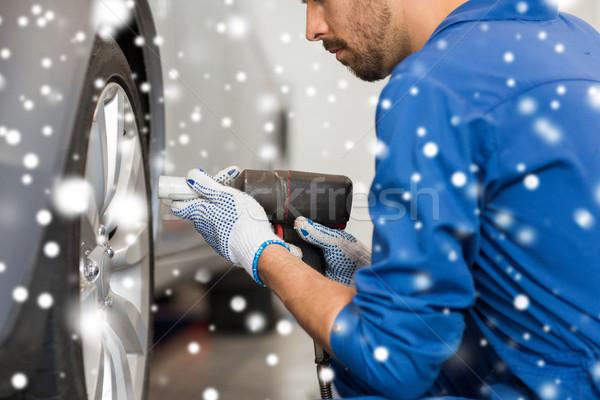 Meccanico auto cacciavite auto pneumatico servizio riparazione Foto d'archivio © dolgachov