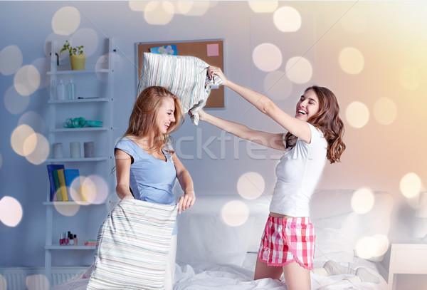 Stok fotoğraf: Mutlu · genç · kız · arkadaşlar · kavga · ev