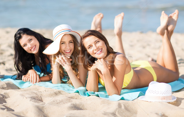 Kızlar güneşlenme plaj yaz tatil tatil Stok fotoğraf © dolgachov