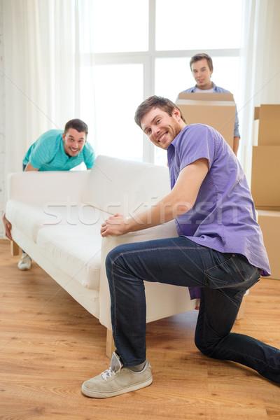 Foto d'archivio: Sorridere · amici · divano · scatole · nuova · casa · movimento