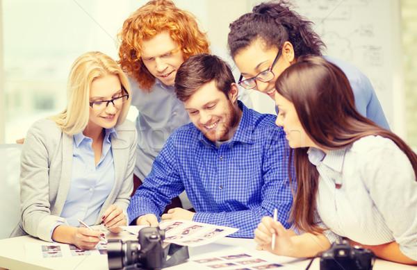 ストックフォト: 笑みを浮かべて · チーム · オフィス · ビジネス · スタートアップ