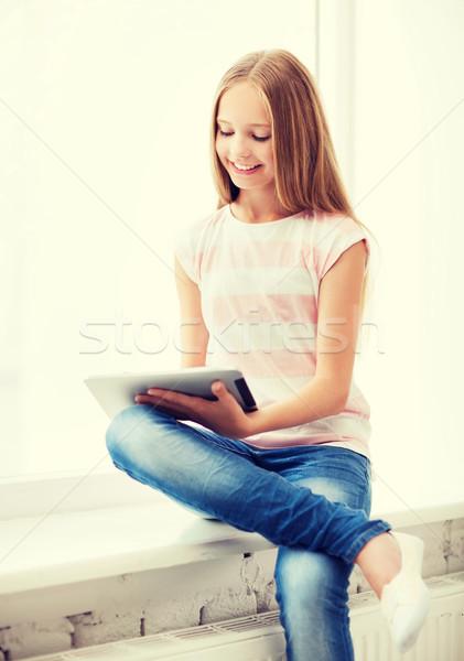 Lány táblagép iskola oktatás technológia internet Stock fotó © dolgachov
