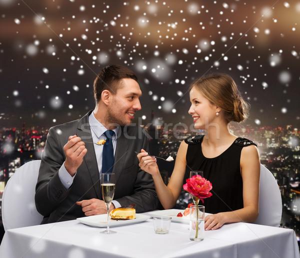 Glimlachend paar eten dessert restaurant eten christmas Stockfoto © dolgachov
