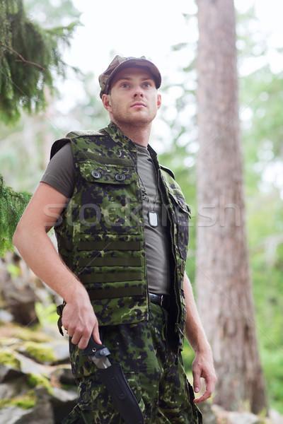 Jovem soldado caçador faca floresta caça Foto stock © dolgachov