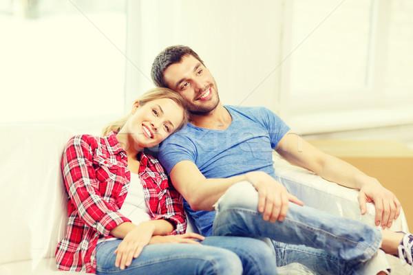 Mosolyog pár megnyugtató kanapé új otthon mozog Stock fotó © dolgachov