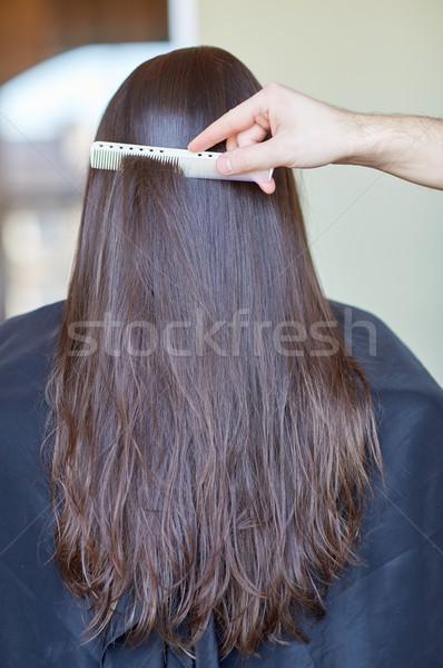 Hand kam vrouw kapsalon schoonheid haarverzorging Stockfoto © dolgachov