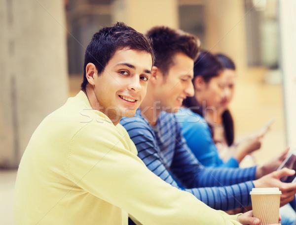 Grup Öğrenciler kahve fincanı eğitim dostluk Stok fotoğraf © dolgachov