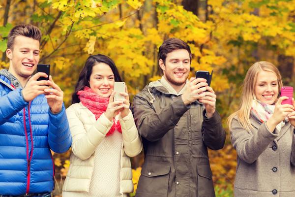 улыбаясь друзей город парка сезон Сток-фото © dolgachov