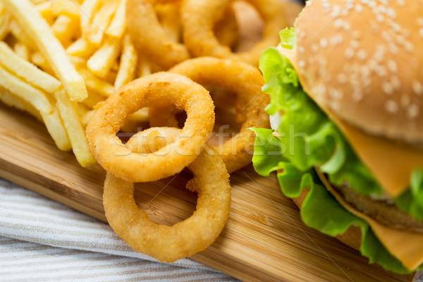 Fast food snacks tabel ongezond eten hamburger Stockfoto © dolgachov