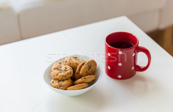 Közelkép zab sütik piros teáscsésze asztal Stock fotó © dolgachov